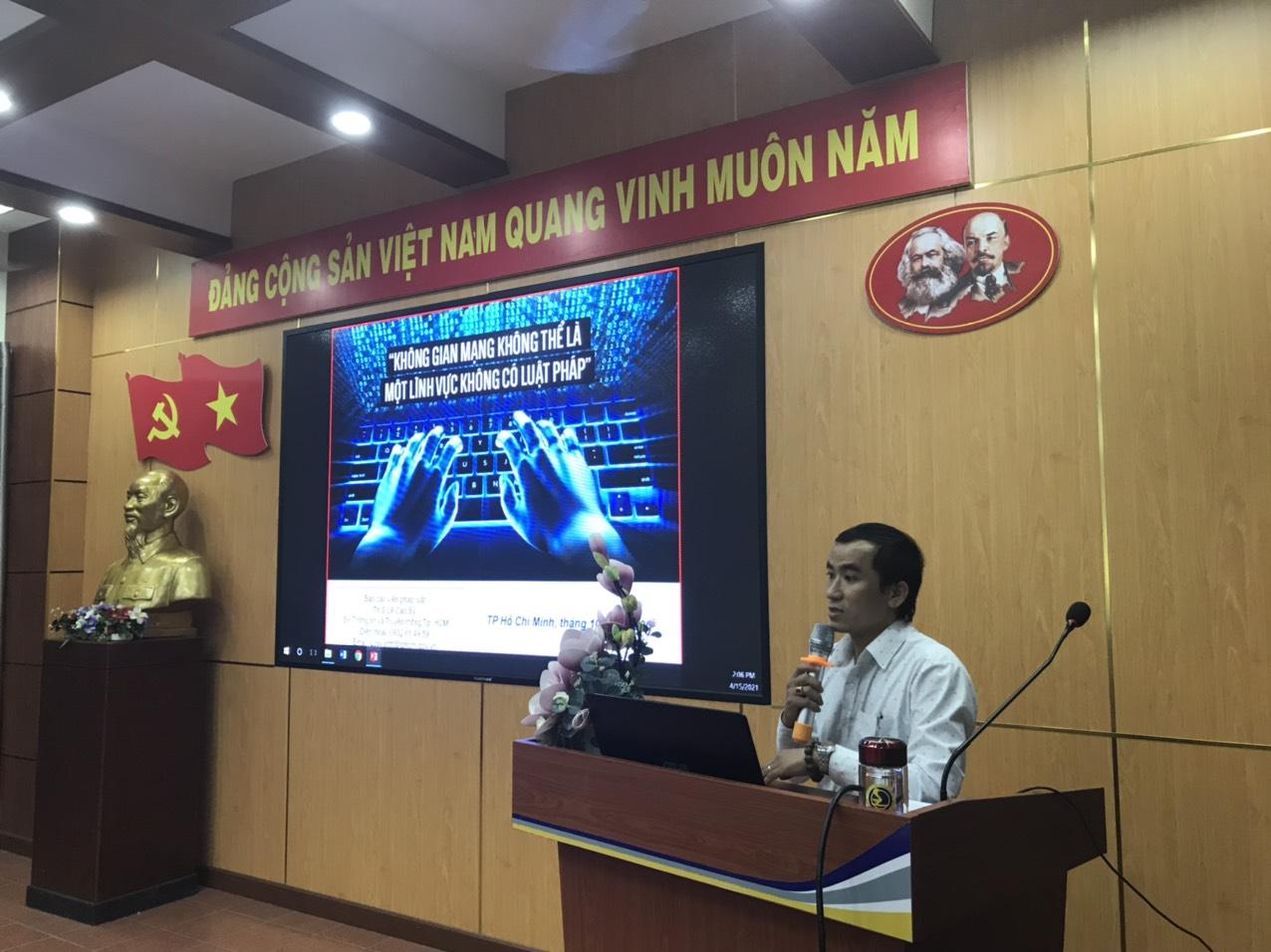 Chuyên viên Lê Cao Sỹ Sở TTTT HCM tập huấn Luật An ninh mạng tại Trường ĐH GTVT